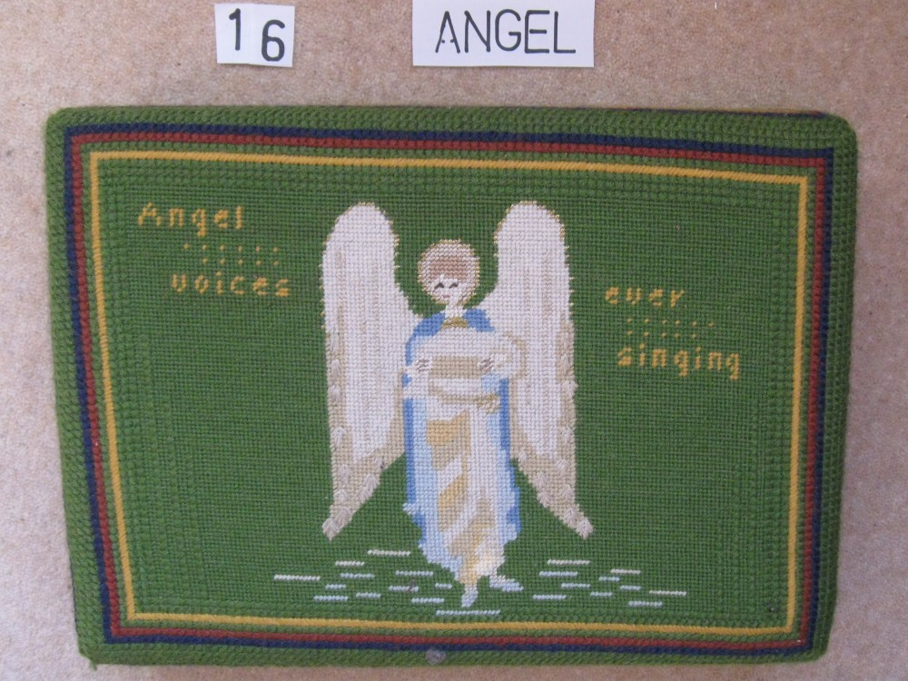 Kneeler 16 Angel