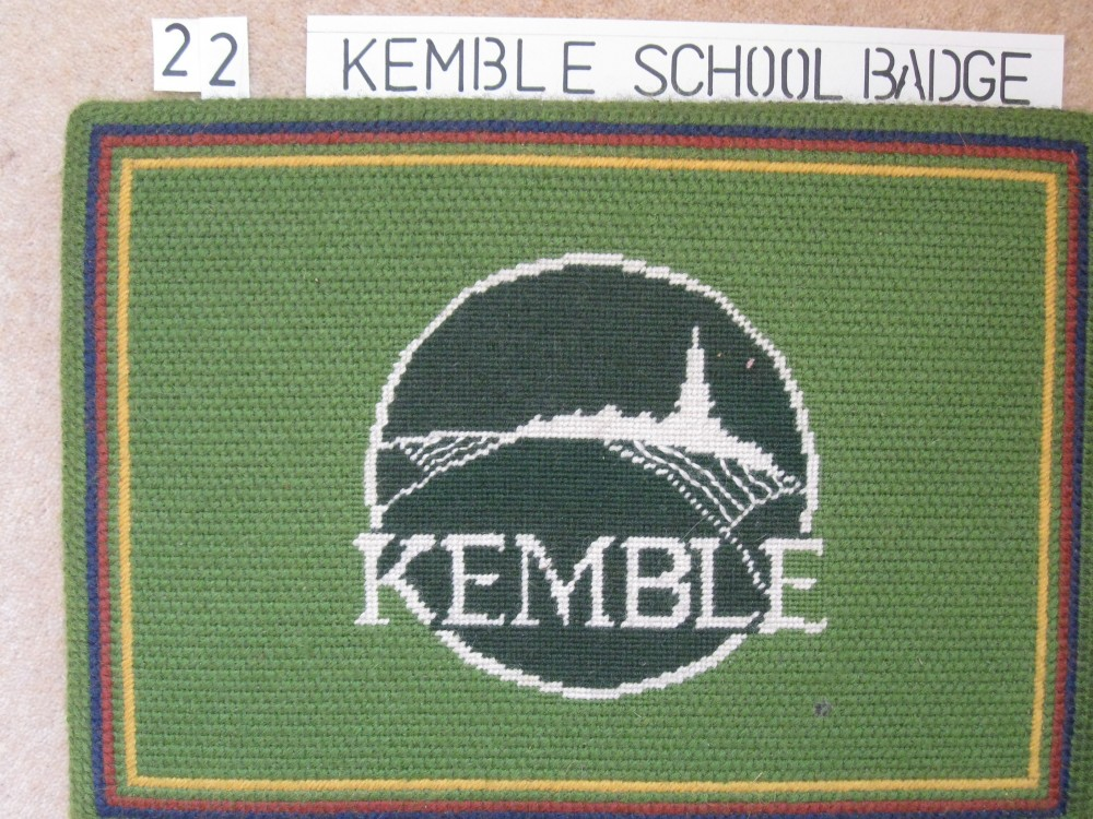Kneeler 22 Kemble School Badge