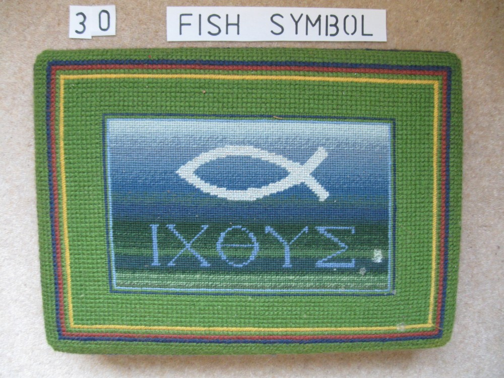 Kneeler 30 Fish Symbol