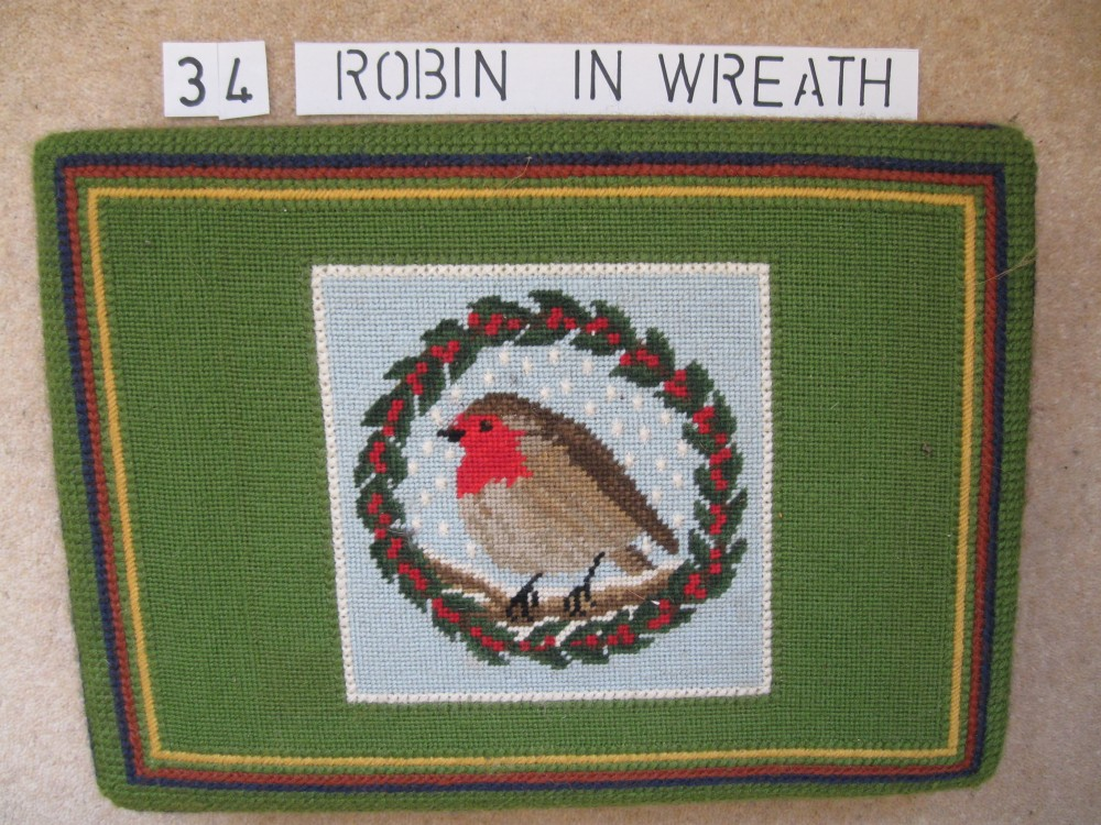 Kneeler 34 Robin in Wreath
