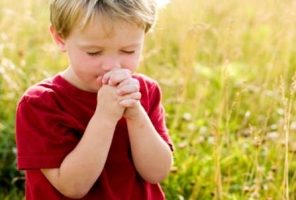 Picture of child praying