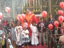children with the Pentecost balloons