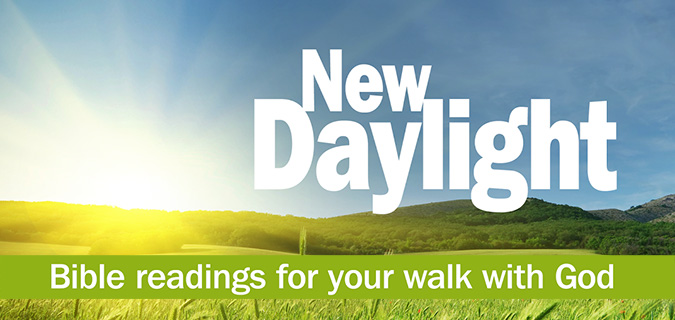 New Daylight Bible Reading Notes