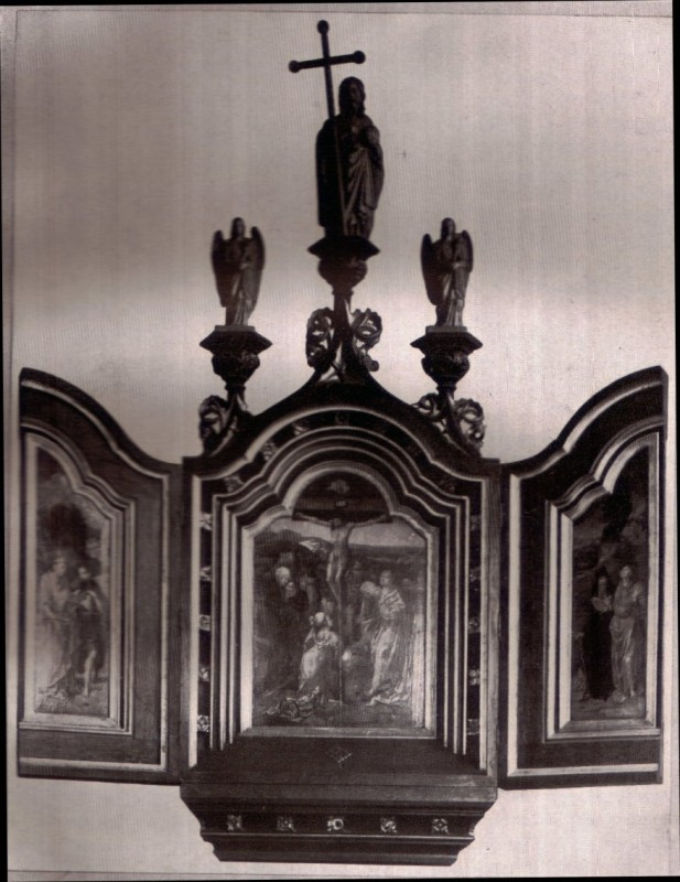 Triptych with 3 carved figures in 1938