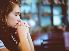 woman praying - link to prayer page