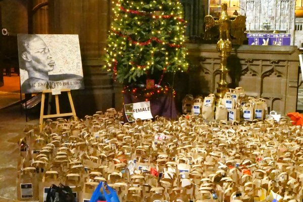 Open 100s of Christmas gifts donated to prisoners