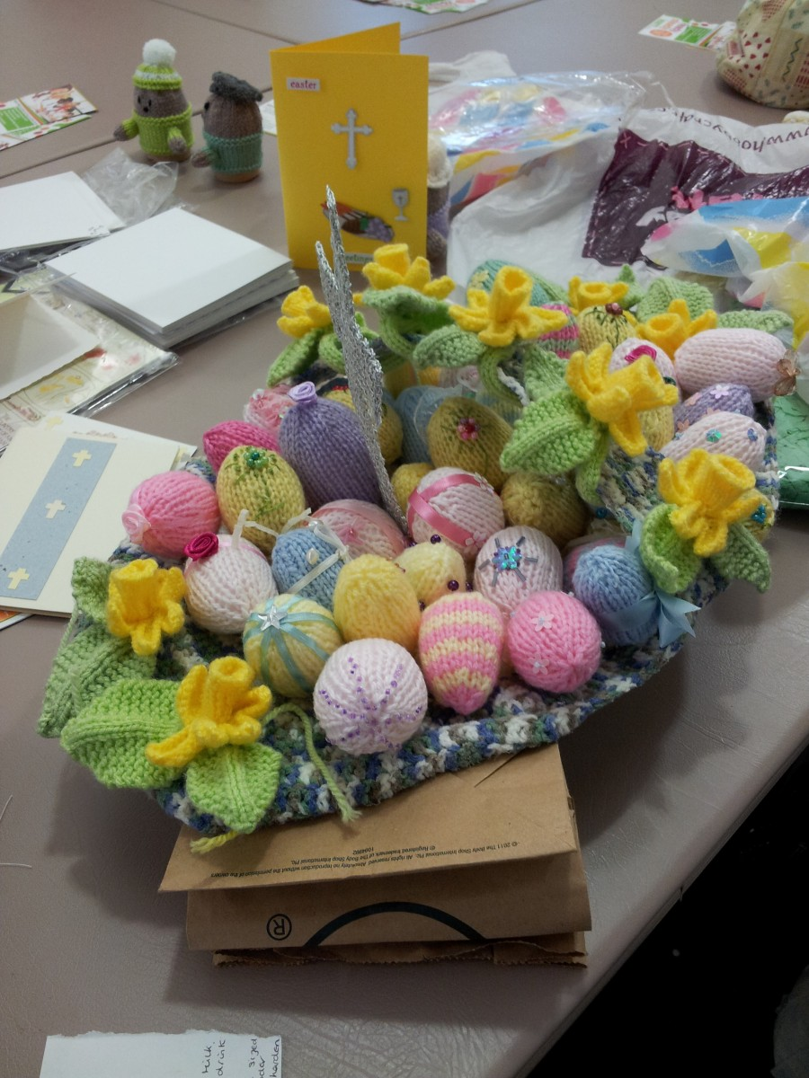 daffodils n easter eggs