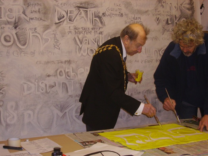 Mayor paints words for Peace