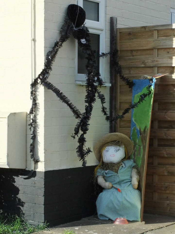 Scarecrow Trail - On the theme of Nursery Rhymes and Fairy Tales Can you guess which fairy tale?