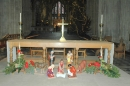 Middle altar with nativity