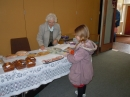 Isobel spies the cakes