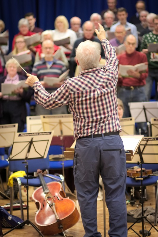 Tim Jackson conducts the afternoon rehearsal