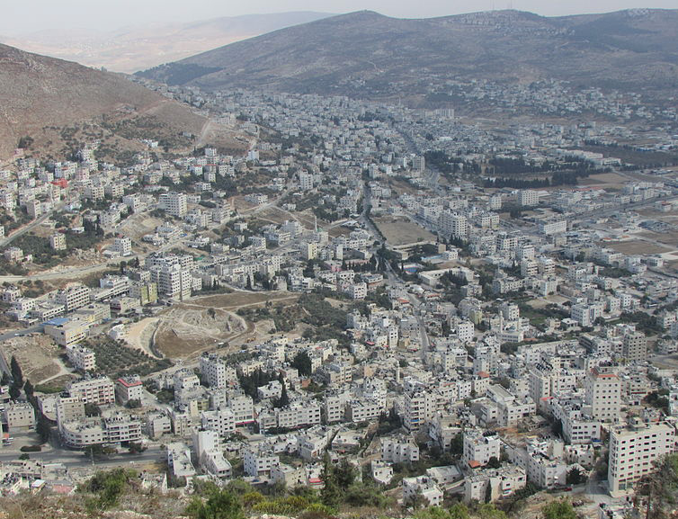 Tel Shechem from Mt Gerizim by עדירל