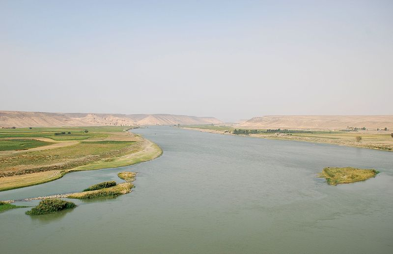River Euphrates at Zalabiyeh, nr Halabiyeh, Syria ( Bertramz )