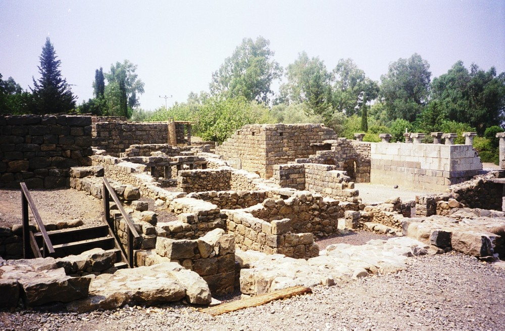 Ancient houses at Qasrin