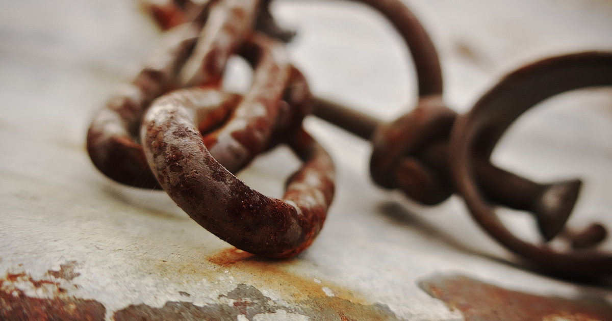 Rusty chains image